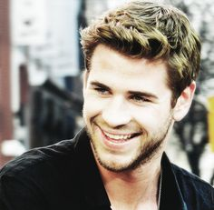 Liam Hemsworth watching The Last Song right now. Liam Hamsworth, Snowwhite And The Huntsman, Josh Taylor, Hemsworth Brothers, The Last Song, Australian Actors, Great Smiles, Attractive People, People Magazine