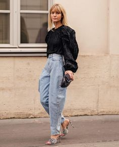 Mix oversized jeans with statement tops and blouses Outfit Jeans, Slouchy Outfit, Slouchy Pants, Look Fashion, Star Fashion, Fashion Outfits, Fashion Tips, Fashion Hacks, Ladies Fashion