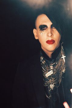 Marilyn Manson - For those who say Manson has lost it and doesn't look as good as he used to, your pretty fucking arrogant. THIS IS HOT!