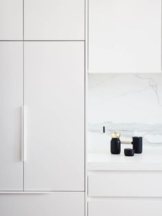 Local Australian Architecture And Interior Design Albert Park Terrace Designed By Dan Webster Architecture 12 - The Local Project Kitchen Handles, Cabinet Handles, Door Handles, Minimalist Kitchen, Minimalist Decor, White Bathroom Tiles, Terrace Design, Kitchen Furniture, Kitchens