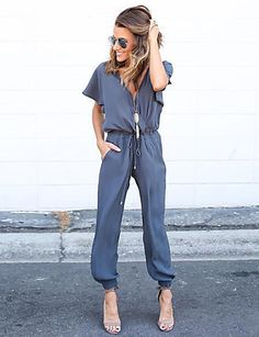 This jumpsuit can be dressed up and down this spring! It has a comfortable shape with short sleeves, a V-neck and a drawstring waist.