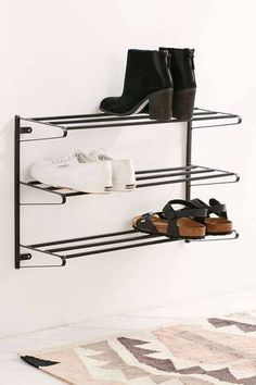 Small Apartment Furniture Ideas Mounted Shoe Racks -- Pour la maison !