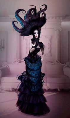 Cthulhu dress? (vía La Cage Aux Folles |)