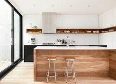 Embarque na tendência de prateleiras na cozinha com estes 12 exemplos de ambientes que exibem da louça até os temperos
