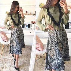 "167 curtidas, 2 comentários - Moda Feminina📍Sorteio No Feed (@fiorittastore) no Instagram: ""Bom dia 💗🎀💗 Look by @fiorittastore 🎀 Blusa verde militar R$:99,00 🎀saia midi estampada R$: 129,90…"""