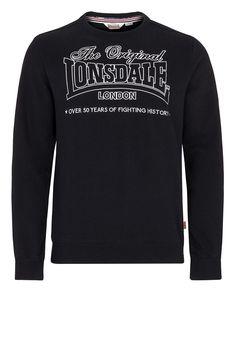 Das sportliche Sweatshirt von Lonsdale überzeugt mit der ansprechenden Stickerei auf der Brust nicht nur optisch auf ganzer Linie, sondern bietet darüber hinaus einen sehr angenehmen Tragekomfort.  Material: 67% Baumwolle, 33% Polyester...