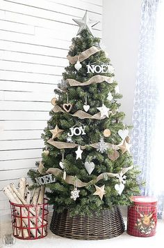 Simple yet classic Rustic Christmas Tree. http://livelaughrowe.com
