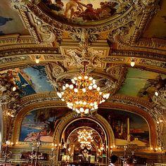 Gare de Lyon... restaurant '' Train Bleu''