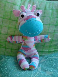 sock giraffe (no instructions) Stuffed Animal Patterns, Diy Stuffed Animals, Sock Monster, Sock Bunny, Sock Dolls, Sock Crafts, Sock Animals, Creation Couture, Sewing Toys