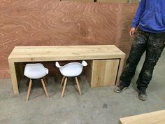 Eiken kindertafel met eames stoeltjes. www.kaldenbach-meubels.nl Ikea Hack Kids, Eames, Toy Organization, Kidsroom, Children's Place, Boy Room, Kids Furniture, Diy For Kids, Wood Projects