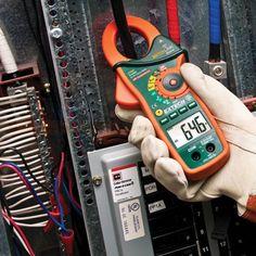 """http://handinstrument.se/stromtang-r1041/stromtang-ir-termometer-1000a-vaxelstrom-likstrom-53-EX840-r1154  Strömtång, IR-termometer 1000A växelström / likström  Beröringsfri IR temperaturmätningar och laserpekare  Sanna RMS ström- och spänningsmätningar  Peak hold fångar inkopplingsströmmar och transienter  Multimeter funktioner: AC / DC spänning, resistans, kapacitans, frekvens, diod och kontinuitet  1,7 """"(43mm) tångvidd för ledare upp till 750MCM eller två 500MCM..."""
