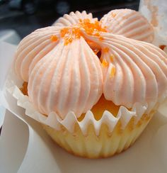 Love the way this peach cupcake is frosted.