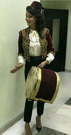 #TraditionalCostumeOfAlgeria  #jewelry #الملحفة_الشاوية + #الحلي_الجزائري التقليدي. 💖💖💖 💖💖💖 #الجزائر #مصر #فلسطين #سوريا #السعودية #الكويت #البحرين #قطر #العراق #عبايات #دراعات #فستان #فستان_سهرة #موضه  #Dress #TraditionalAlgerianDresses #AlgerianFashion #FashionDesign #Style #Mode #Algeria #Algerie #Kabyle #Kabylie #Amazigh #Arab #3arab #Arabe