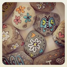 an idea for the rock garden at the farm Rock Crafts, Fun Crafts, Crafts For Kids, Arts And Crafts, Pebble Painting, Pebble Art, Stone Painting, Rock Painting, Painted Rocks Kids