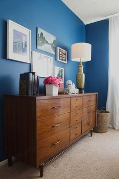 Soothing,+deep+and+unusual,+we+can't+get+enough+of+Maria's+lovely+blue+bedroom.