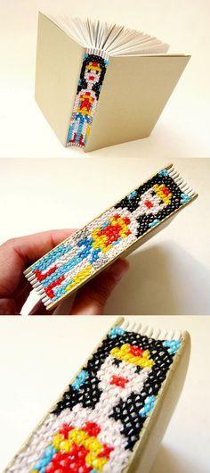 awesome wonder woman embroidery binding handmade book - encadernação em ponto cruz. Luisa Gomes Cardoso para o Canteiro de Alfaces.