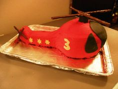 Helicopter Cake tutorial looks reasonable. Helicopter Cake, Helicopter Birthday, Horse Birthday, Special Birthday Cakes, 2nd Birthday Parties, Birthday Ideas, 4th Birthday, Monkey Cupcakes, Kids Party Themes