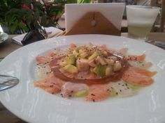 """Ceviche and Pisco Sour at the restaurant """"Pescados Capitales"""" of Lima"""