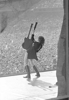 Jimmy Page of Led Zeppelin Jimmy Page, Pop Rock, Rock N Roll, Great Bands, Cool Bands, Pink Floyd, Robert Plant Led Zeppelin, Led Zeppelin Art, Led Zeppelin Poster