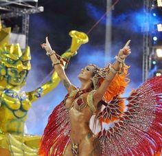 1.fev.2016 - Thalita Zampirolli foi um dos destaques da Escola de Samba Independente de Boa Vista, que desfilou nesse domingo em Vitória, no Espírito Santo. A bela apareceu com pouca roupa e mostrou o corpo escultural em um dos primeiros carnavais do país.