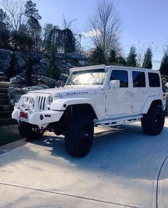 I love a tough Jeep but they have such basic interiors. I need something a little more fancy for everyday & a smaller Jeep for the beach! Auto Jeep, Jeep Cars, Jeep Truck, Jeep Jeep, Ford Trucks, Jeep Rubicon, Jeep Wrangler Unlimited, All White Jeep Wrangler, Jeep Wrangler Lifted