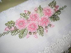 Curta -> www.facebook.com/ AtelierFidelis  Bordado com fita..... http://gatavison.blogspot.com.br/2011_01_01_archive.html     Flor com sia...
