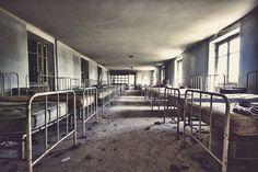 le dortoir, by Jonathan Aubry