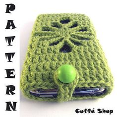 Even if you are a beginner crocheter you can make this iPhone or iPod case all by yourself! All you need, some yarn, a crochet hook, an hour of your time and THIS PATTERN!