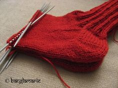 banglamarie: banglamaries sokkeskole :) Knitted Hats, Gloves, Knitting, Tricot, Breien, Stricken, Weaving, Knits, Crocheting