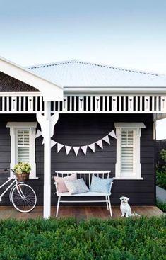 46 Ideas for house exterior ideas coastal Exterior Color Schemes, Exterior Paint Colors, Exterior House Colors, Exterior Design, Interior And Exterior, Coastal Interior, Paint Colours, Weatherboard House, Queenslander House