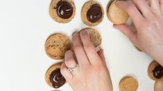 Coffee Macarons Recipe | Mom's Dish Mocha Cookie Recipe, Coffee Macaroons, Jello Shot Recipes, Jello Shots, Coffee Mousse, Vanilla Macarons, Macaron Flavors, Cake Decorating Piping, Mousse Dessert