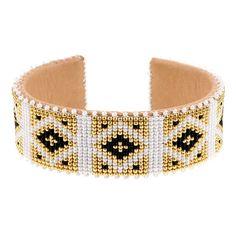 Bracelet Etkie en perles japonaises bijou de plage d'été http://www.vogue.fr/joaillerie/shopping/diaporama/bijoux-de-plage/21469/carrousel#bracelet-etkie