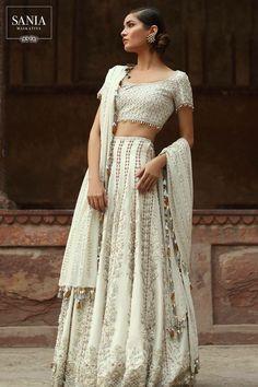 da09cf74ecda Pakistani Bridal Dresses, Red Wedding Dresses, Pakistani Outfits, Wedding  Gowns, Bollywood Wedding