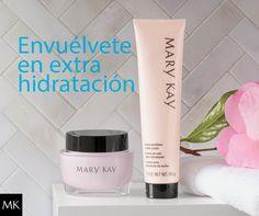 No dejes que el frío reseque tu piel y envuélvete en extra hidratanción con la Crema Hidratante Intensiva Mary Kay y la Crema de Noche Extra Emoliente Mary Kay®