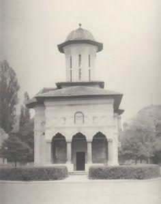 Biserica Sf. Elefterie Vechi fotografie din anul 1940 – Cotroceni1900.ro Sf, Taj Mahal, Building, Travel, Viajes, Buildings, Trips, Construction, Tourism