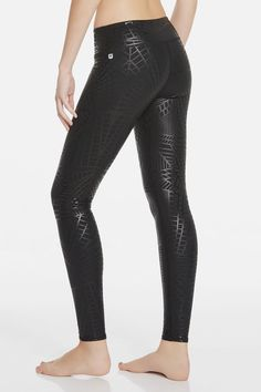Slip into a subtle, shiny print version of our bestselling bottoms, so there's never a dull moment at the gym. They're not only pretty, they work hard too with all-stretch and moisture-control technology. | Black Ice Salar Legging - Fabletics