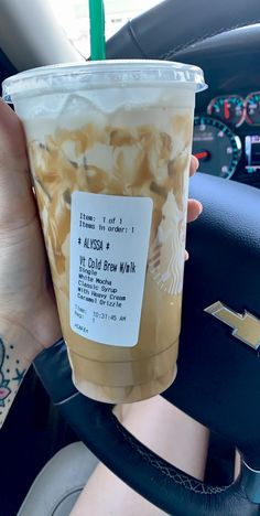 My favourite Starbucks chilly brew recipe Bebidas Do Starbucks, Healthy Starbucks Drinks, Starbucks Secret Menu Drinks, Yummy Drinks, Healthy Drinks, Starbucks Hacks, Starbucks Iced Coffee, Coffee Coffee, Iced Caramel Macchiato Starbucks