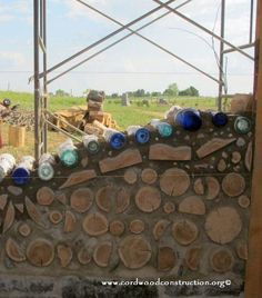 You can make bottle bricks by simply placing two bottles together and taping them. Or you can cut each bottle and tape them together. Here are pictures showing how to make bottle bricks. Cob Building, Green Building, Building A House, Bottle Wall, Diy Bottle, Brick In The Wall, Brick Wall, Concrete Wall, Casas Country