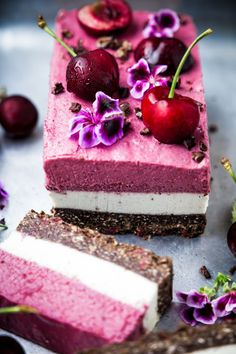 Yummy Cakes And Cupcakes Desserts Crus, Raw Vegan Desserts, Raw Vegan Recipes, Vegan Dessert Recipes, Vegan Treats, Just Desserts, Whole Food Recipes, Delicious Desserts, Cake Recipes
