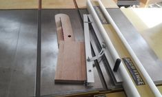 테이블쏘와 놀기 - 4. 없으면 아쉬운 테이블쏘를 위한 지그와 악세사리 10가지 : 네이버 블로그 Table Saw, Ladder, Diy And Crafts, Woodworking, Baseball, Home Decor, Tools, Stairway