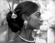runwithskizzers   once-upon-a-time-in-bollywood:   Simi Garewal.
