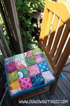 """Sew Sweetness: Tutorial: Junk in the Trunk Chair Cushions -- love the """"quilted"""" look, these would go great with my dining room to add color and texture..."""