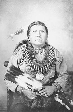 Pawnee Chief Boss Sun wearing bear claw necklace, peace medal, and holding feather fan. Late 19th century. Smithsonian institution National Anthropological Archives. -             ...www.texasbeyondhistory.net
