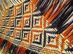 Artwork Flax Weaving, Bamboo Weaving, Weaving Art, Cane Baskets, Maori Patterns, Maori Designs, Bamboo Art, Nz Art, Maori Art