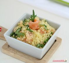 Cous cous con salmone affumicato e rucola ricetta primo piatto fresco per pranzo o cena, da portare in spiaggia o al pic nic o anche come antipasto.