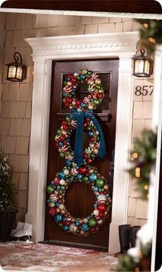 DIY Holiday Wreaths to create a Snowman. Would like to try this with silver and/or white ornaments and then try to make a Hat for the top of the snowman with black or red/green ornaments Outdoor Christmas, Winter Christmas, All Things Christmas, Christmas Holidays, Christmas Ornaments, White Ornaments, Christmas Christmas, Clear Ornaments, Holiday Wreaths