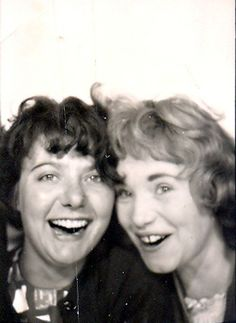 ** Vintage Photo Booth Picture **   Friends!  ca. 1960 Woolworth's Photobooth