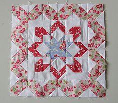 Mini Medallion Quilt Tutorial + Sew-Along | Sew Mama Sew |