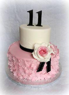 Vintage rose cake