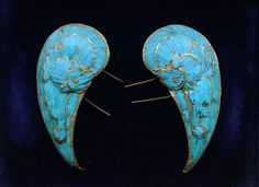 Kingfisher feather jewelry has been prized in China for nearly a thousand years. In the 17th to 19th century it used particularly in Chinese weddings for hair ornaments and headdresses.